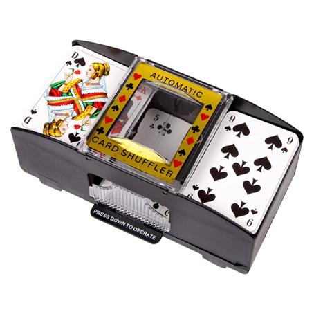 Automatisk kortstokkemaskin. Kortgiver, kortstokker. Spillkort, spillekort.