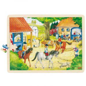 Puslespill i tre fra Goki. Ridestall med hester. 96 biter puzzle.