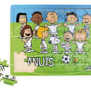 Puslespill med Knøttene, eller Peanuts som de heter på originalspråket. Knøttene er på fotballbanen.