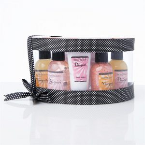Spasett i 6 deler. Retro beauty. Boblebad, badesalt, body lotion, shower gel, body scrub.
