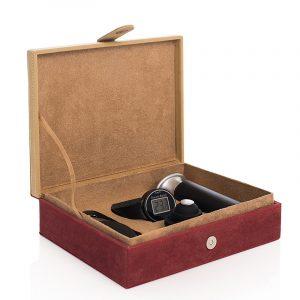 Vinsett i 4 deler. Vin settet leveres i oppbevaringseske.