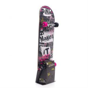 Skateboard. Rullebrett av kryssfinér.