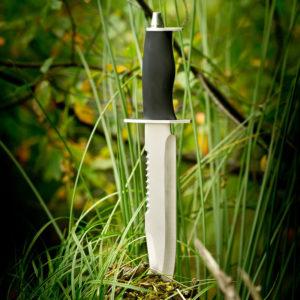 Jaktkniv i rustfritt stål med slire. 33 cm. Kniv.