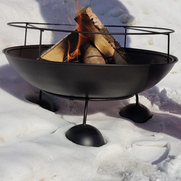 Fyrfat med grillrist. Til bål og grilling. Med regntrekk.