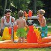 Barnebasseng Piratskip m.tilbehør. Vannleke, basseng, sjørøverskute, kanon, papegøye og sverd.