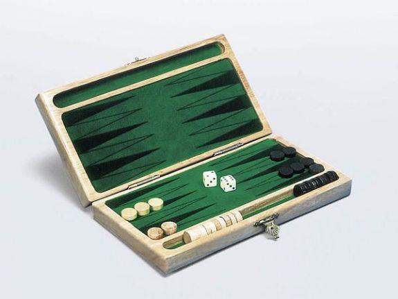Backgammon klassisk spill i tre fot to.