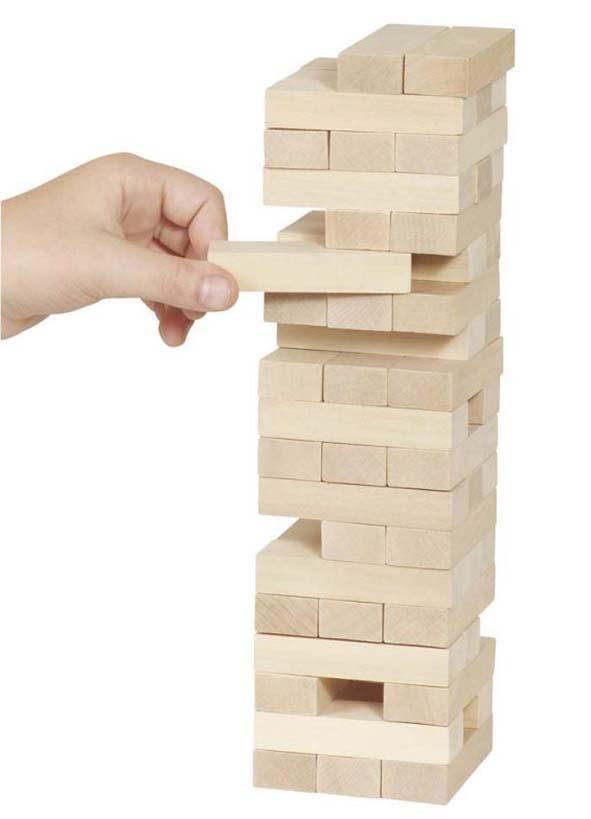 Vaklende tårn fra Goli. Balanse spill i massivt tre.