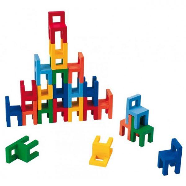Balanse spill med mini stoler fra Goki. Stablespill, balansespill.