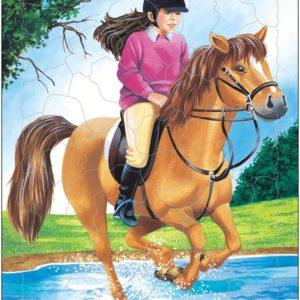 Puslespill fra Larsen puslespillfabrikk. Her kan du pusle Hest, hester.