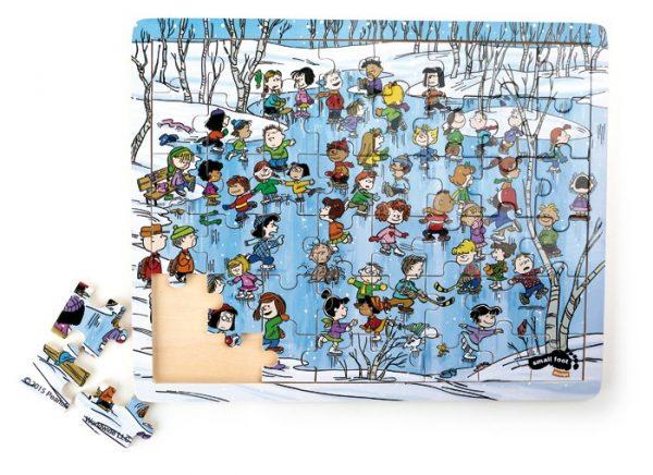 Puslespill Knøttene på isen. Knøttene eller peanuts som de også kalles med vinter pusle. Charlie Brown og vennene hans.