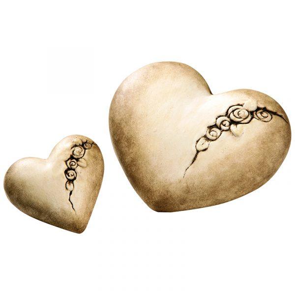 Hjerter i keramikk. Ser ut som naturlig sten. 2 stk. med rose motiv.