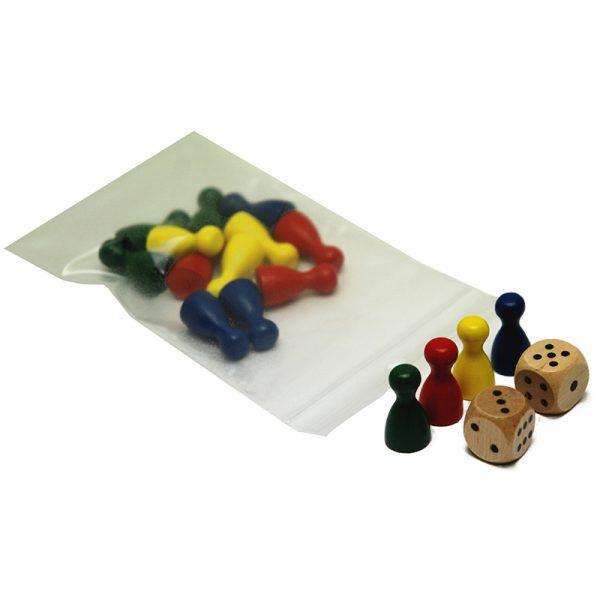 Spillebrikker, sett med 2 terninger. 4 x 4 brikker. rød, blå, gul, grønn.