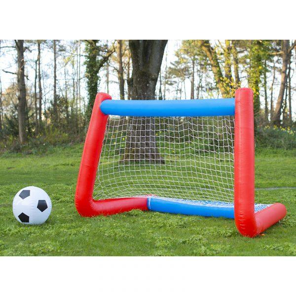 Fotballsett oppblåsbart. Fotball, utelek.