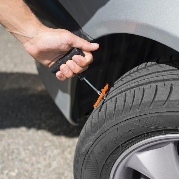 Reparasjonssett for bildekk. Reparer mindre skader på dekk.