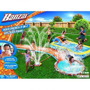 Aqua Drench 3 i 1 splash park. Stor vannpark. Vannsklie, plaskebasseng, vannspreder. Kobles til vannslangen. Lek i hagen. Barn morro. Fra Banzai.