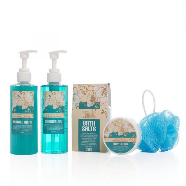 Spasett i flott treeske. Badesalt, boblebad shower gel, body lotion. Gavesett.