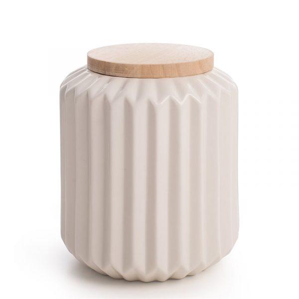 Krukke med trelokk, interiør. Porselens krukken er med trelokk.