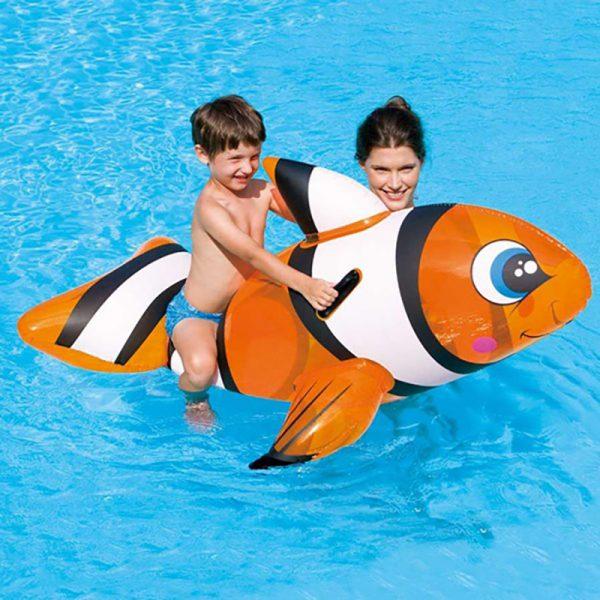 Badeleke klovnefisk. Morsom vann leke, oppblåsbar. Flyteleke fra Bestway. Badedyr.