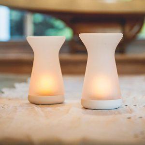 LUN vase. Flammeløse lys. Ristes av og på, frostet glass.