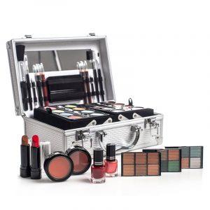 Sminkekoffert med all makeup du trenger.