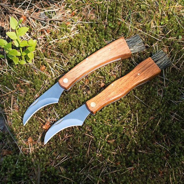 Soppkniv. To fine soppkniver med treskaft og børste.