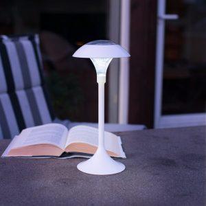 Solcellelampe til utendørsbruk. Solar lykt med LED. Hvit lampe med solceller.