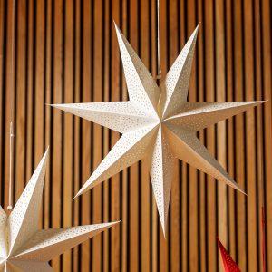 Julestjerne - stor hvit stjerne inkl ledning. 60 cm. kraftig papp. Til oppheng i vindu e.l. Lager vakkert stemningsfullt lys.