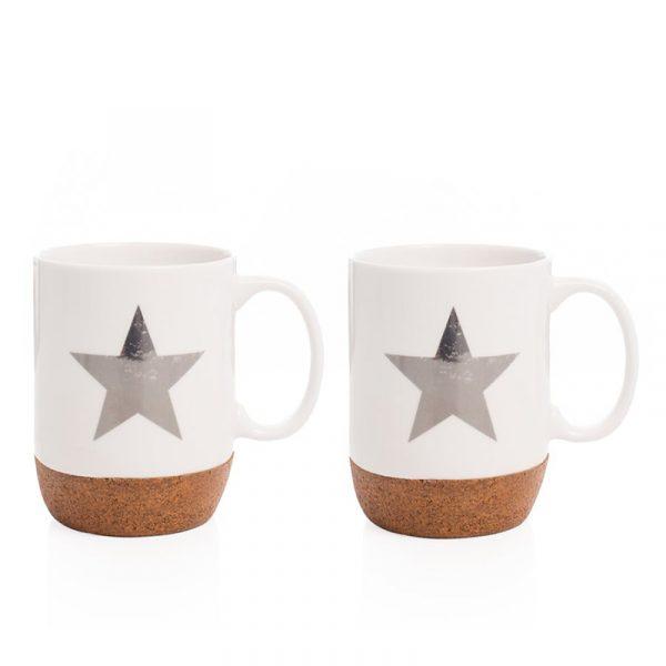 Sett av to kopper med sølvstjerne og korkbunn.