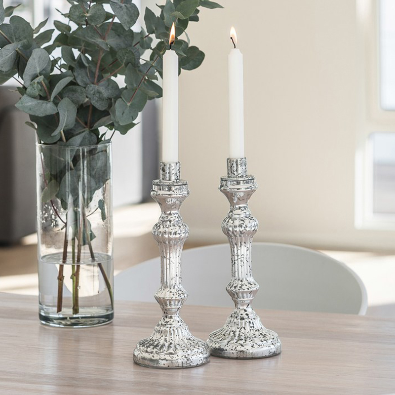 Oppsiktsvekkende 2 stk. nydelige lysestaker i sølvfarget glass   Hobbyfabrikken PM-38